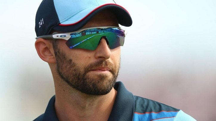 England paceman Wood signs new deal with Durham