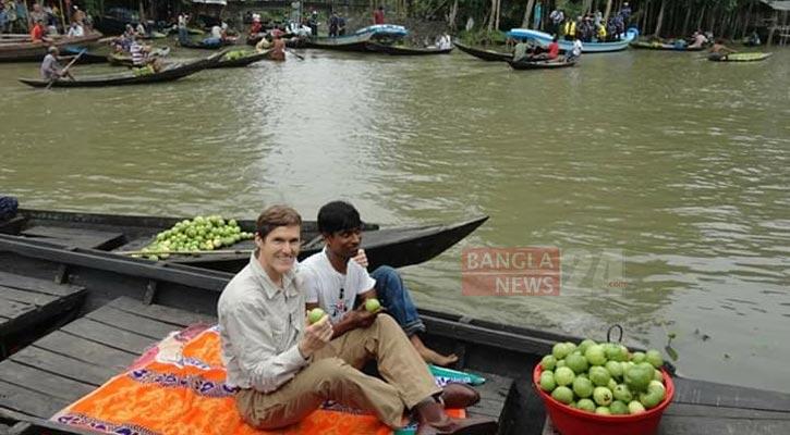 US ambassador visits floating guava market in Jhalakathi