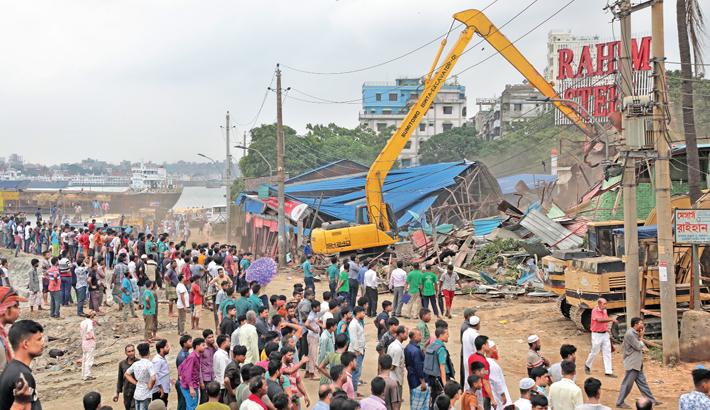 BIWTA eviction team attacked, 5 injured
