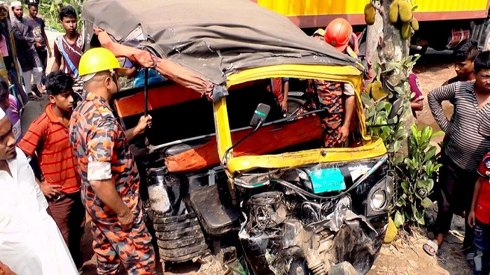 Khulna road crash leaves two dead