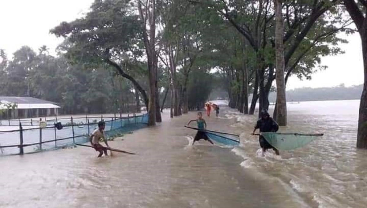 Teesta, Dharla flow above danger level; 12,000 families stranded in Lalmonirhat
