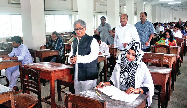Dhaka University Vice Chancellor Prof Dr Md Akhtaruzzaman visits an examination hall