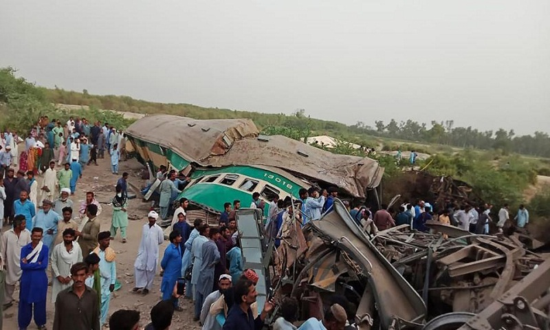 Death toll in Pakistan train collision rises to 23