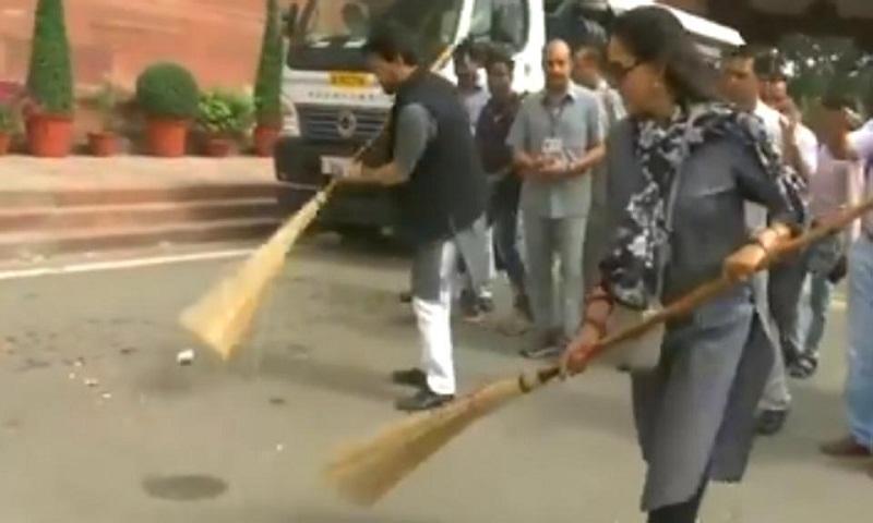 Hema Malini sweeps dirt at Parliament, Twitter in splits (Watch)