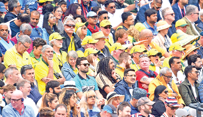 Fans wearing Australia's cricket team colours