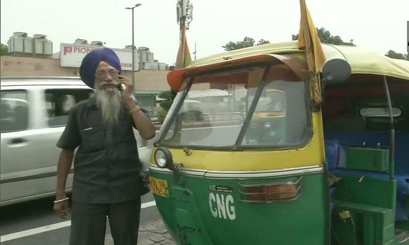 Meet 76-year-old man who runs free 'auto-ambulance' in Delhi
