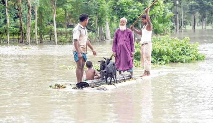 8 die, 10 lakh hit as flooding worsens