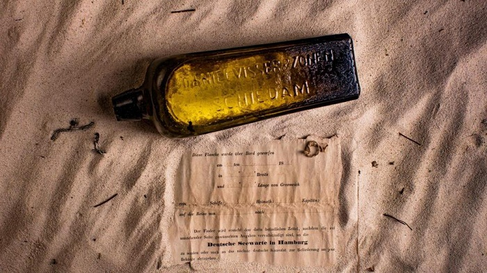 Australian finds 50 years old bottle message