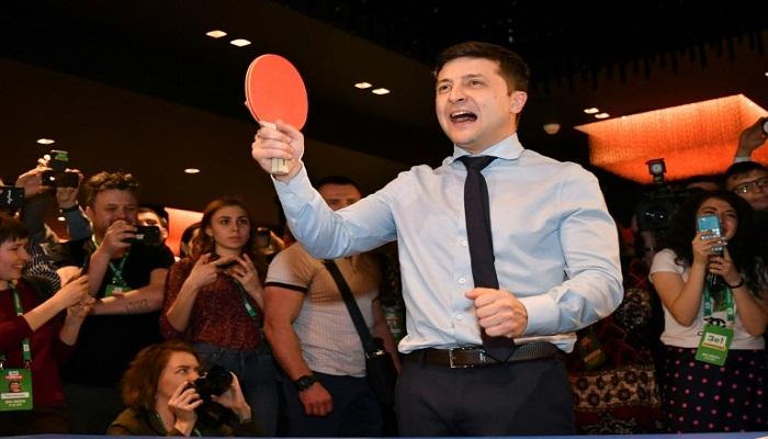 Ukraine's Zelensky eyes parliament renewal in early polls