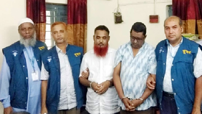 ACC arrests two including settlement officer for taking bribe in Dinajpur