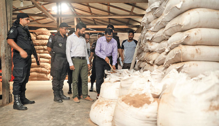 Rab-10 and Department of Livestock Services conducts a drive at a fish and chicken food factory