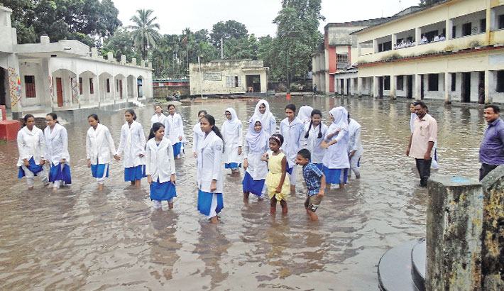 Flooding worsens further in different districts