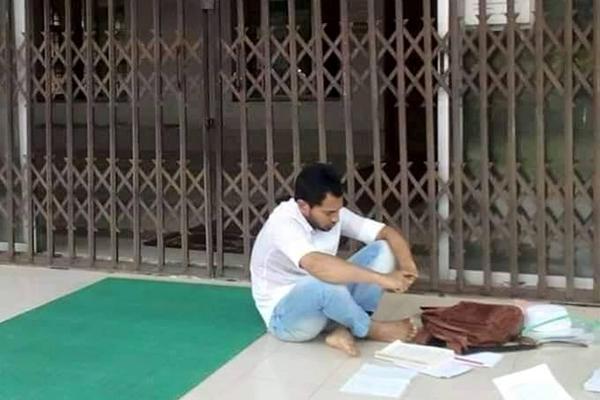 Busy Mushfiq seen studying goes viral