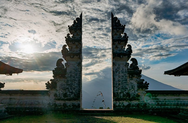 Tourists shocked to discover iconic Bali temple lake doesn't exist