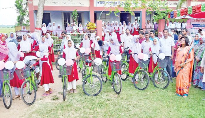 Distributes bi-cycles among girl students