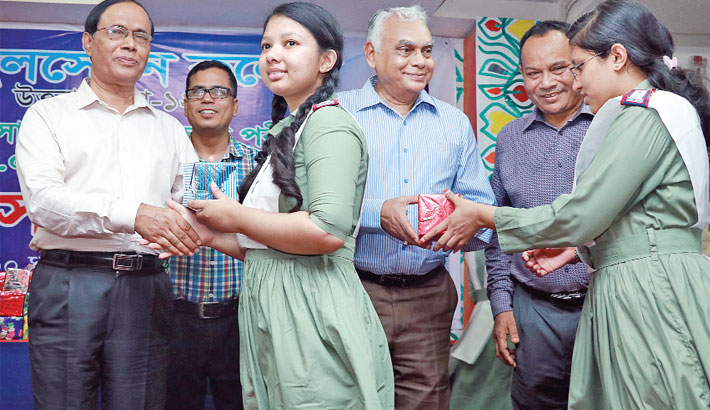 Students of Milestone College receives honorary crests