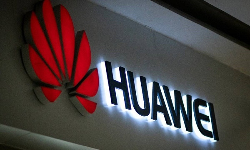 Trump meets with chipmakers on Huawei, other economic issues