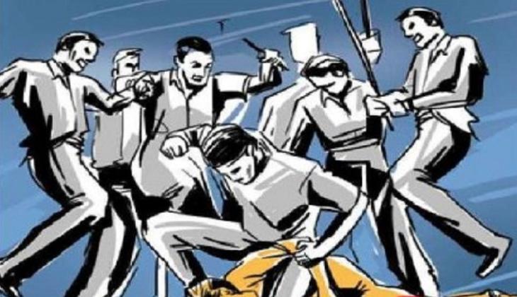 Child-lifting rumours: Man beaten in Sirajganj, woman held in Nababganj