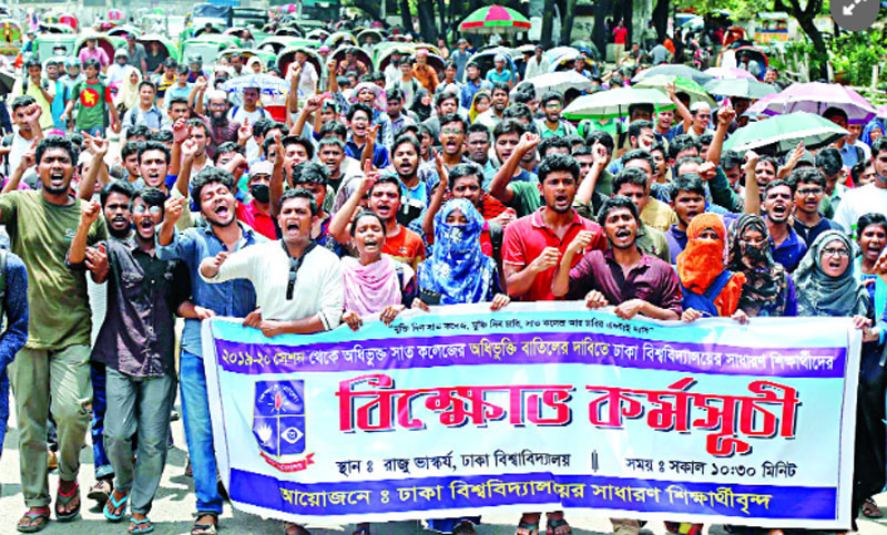 Affiliation with 7 colleges: DU students continue protest for 4th day