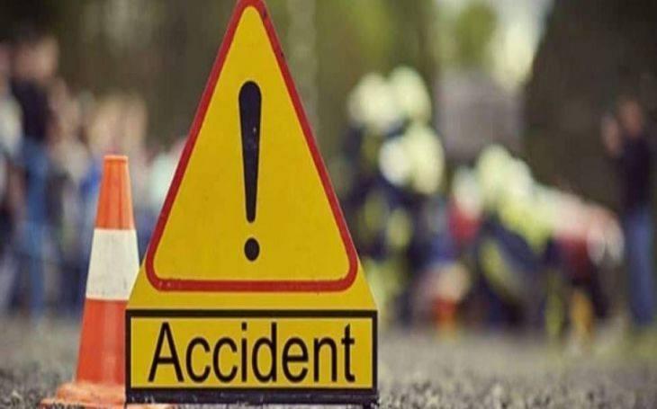 2 killed as bus hits auto-rickshaw in city
