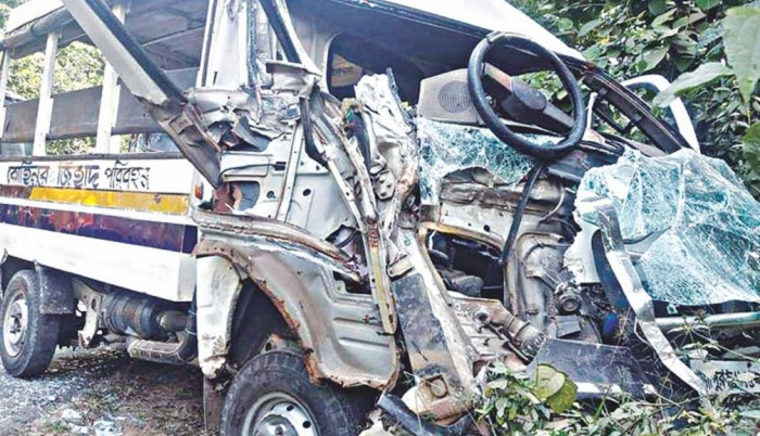 Two killed in Gazipur road crash