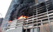 Massive fire breaks out in residential building in India