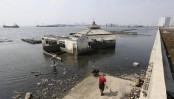 Indonesia's leader says sinking Jakarta needs giant sea wall
