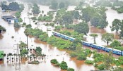 Hundreds rescued from Indian train trapped by flood