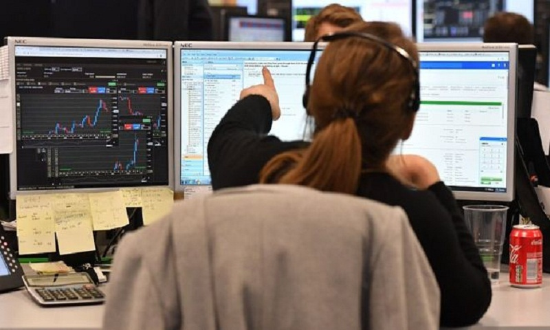 Pound sinks to 28-month low on Brexit fears