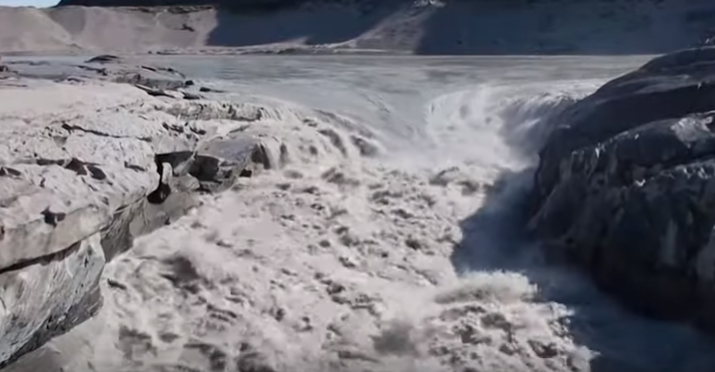 Greenland ice sheet turns into 10 billion tonnes of water in hours