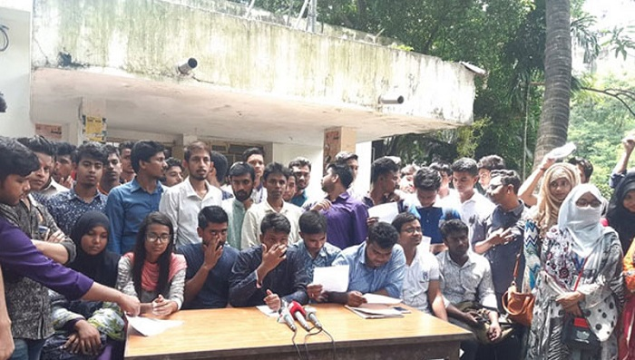 Seven colleges' students warn of paralysing capital if affiliation with DU cancelled