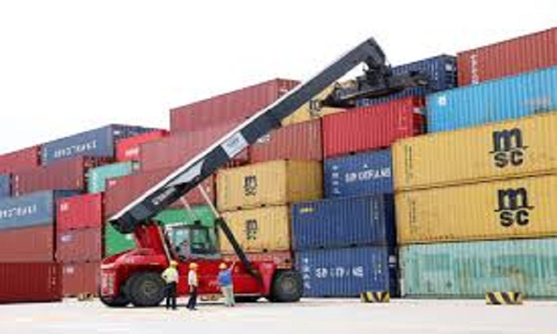 China's exports unexpectedly rise in July