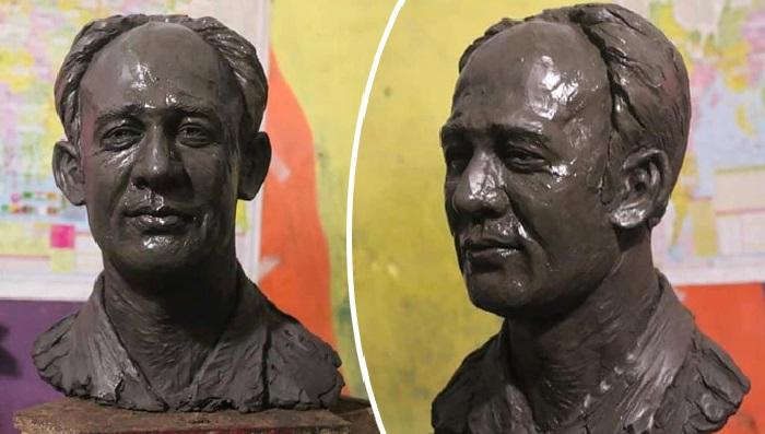 DU student makes portrait sculpture of Barrister Suman