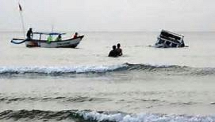 Two women die, three go missing in Jamuna boat capsize