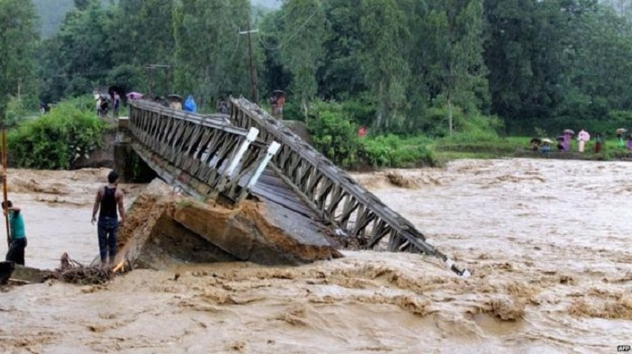 India monsoon floods kill more than 200