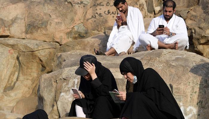 Muslim pilgrims turn to tech to boost Hajj