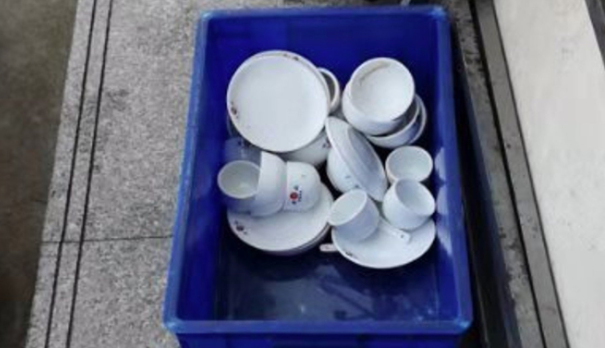 Chinese restaurants shut after staff caught washing dishes in puddles