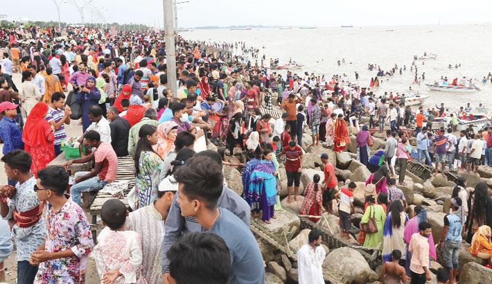 Eid holidaymakers visit Patenga Beach