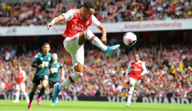 Liverpool extend perfect start, Aubameyang fires Arsenal