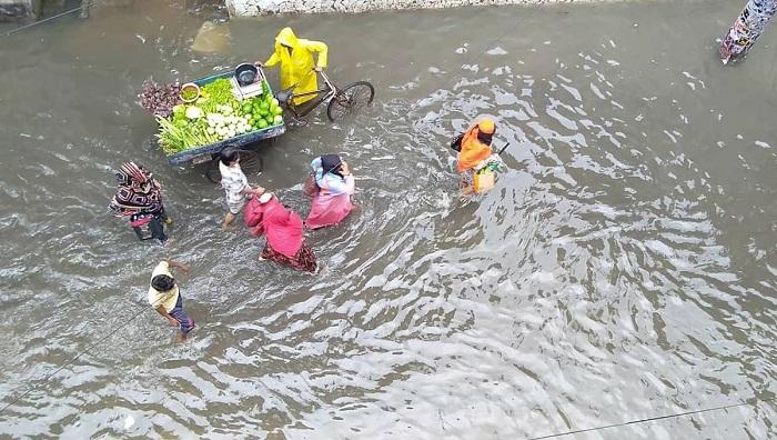 Khulna city goes under rainwater