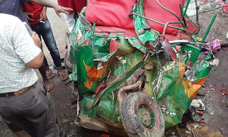 7 killed as bus rams auto-rickshaw in Cumilla