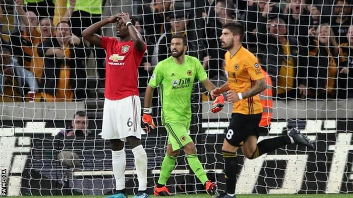 Pogba misses penalty as Man Utd draw the wolves