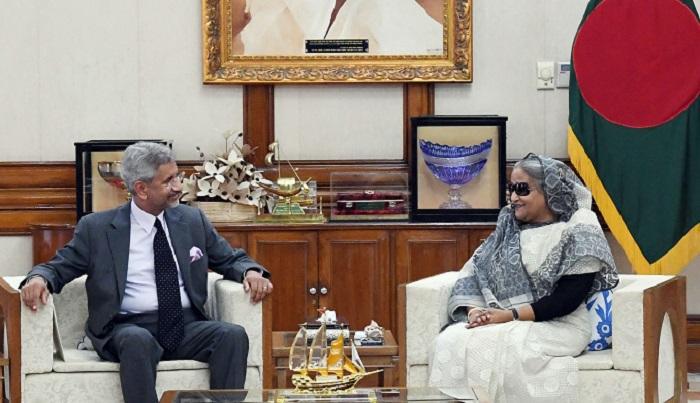 Jaishankar hands over Modi's invitation letter to Sheikh Hasina