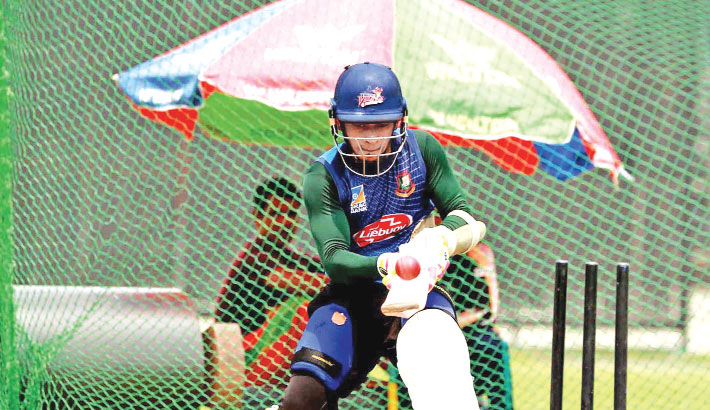 Mushfiq gets ready to handle Afghan spinners