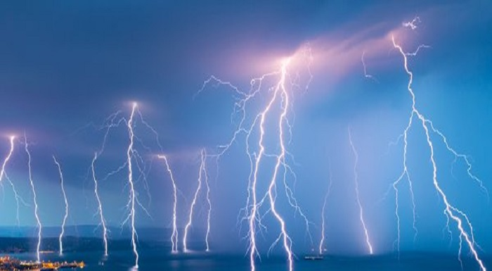 Lightning kills 12 in 7 districts