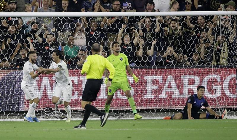 Vela scores 2 goals, LAFC beats Earthquakes 4-0