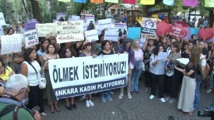 'Mum, don't die': Murder of Turkish woman ignites anger