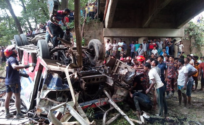 8 killed as bus plunges into ditch in Faridpur