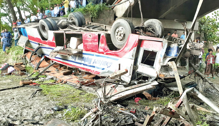 8 killed in Faridpur road crash