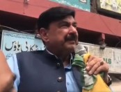 Pakistani minister gets electric shock while speaking against Indian PM Modi (Video)
